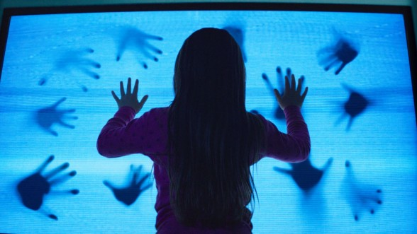 635585742419930869-GIRL-LOTS-OF-HANDS-POLTERGEIST-70540240